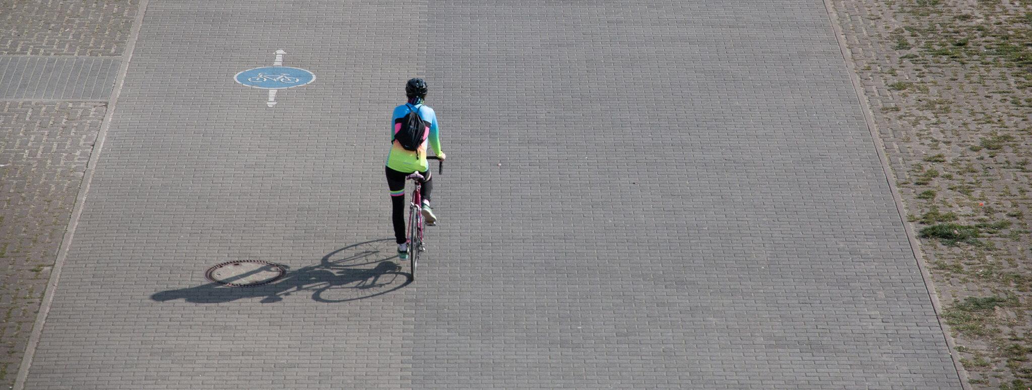 Radfahrer mit Abstand